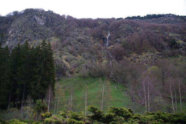 Un ruisseau venant du Plateau d_Alans qui se jette dans le gave de Gavarnie