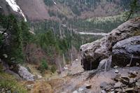 Le chemin vertigineux et humide remontant vers la Hount Blanque