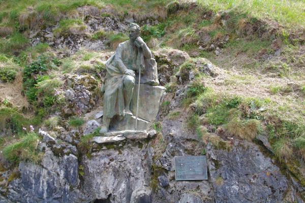 La staue deu Comte Henri Russel, le maitre de tous Pyrénéiste qui se respecte