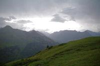 Vers le massif du Vignemale en montant au refuge des Espuguettes