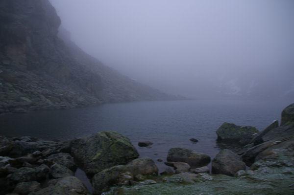 Le lac de la Glère dans la brume