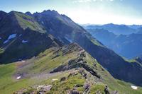 La crête entre le Sanctus et le Pic de Louesque, au fond, le Grand Gabizos