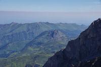 Le Pic de Bazès, derrière la longue crête entre le Pic de l_Estibète et le Pic de Pibeste