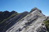 La belle arête calcaire menant au Grand Gabizos