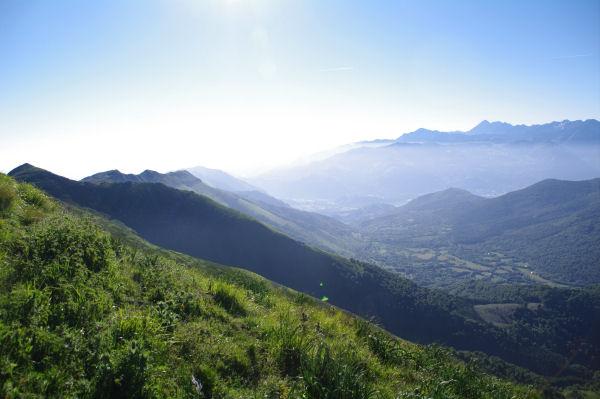 La vallée du Bergons, au fond, le Pic du Midi de Bigorre et le Pic de Montaigu