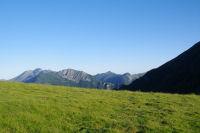 Les Pyrenees au dessus de Ferrieres depuis le Col d'Ansan
