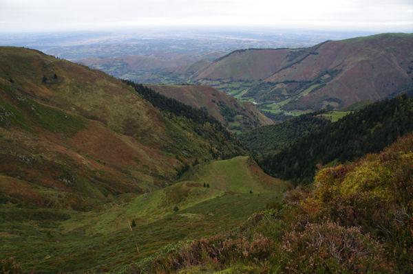 Le Vallon de Bigaloume, plus loin la Vallée du Leez et la plaine de Tarbes