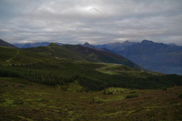 Les Arres, au fond, le Soum de Maucasau, plus à droite et plus lon, le Pic de Viscos