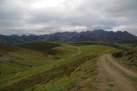 Au fond, la crete du Pic de Leviste, du Pic Arrouyet de la Pene Det Pouri depuis la Vallee de Castelloubon
