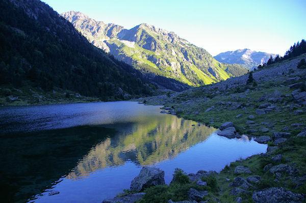 La Pique d&#39Aste qui se reflette dans le lac de Suyen