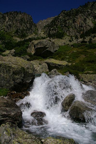 Le Larribet, au dessus, le vallon menant au col de la Lie