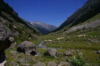 La vallee du Gave d&#39Arrens, au fond, les Gabizos