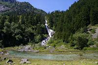 La cascade du Larribet dans le bois de Lurtet