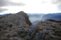 L'antecime du Pic de Leiz, en arriere plan, la vallee d'Argeles Gazost