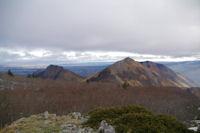 Le Soum du Montne, le Soum du Prat du Rey et le Soum de Souquete, derriere, la plaine de Lourdes et Tarbes