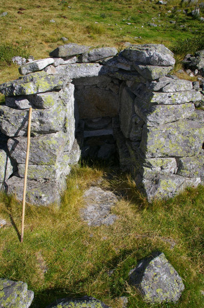 Un ancien abri pour la conservation du lait et des fromages