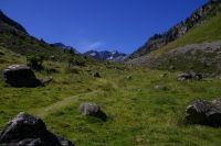 Les cretes du massif du Cambales ferment la vallee