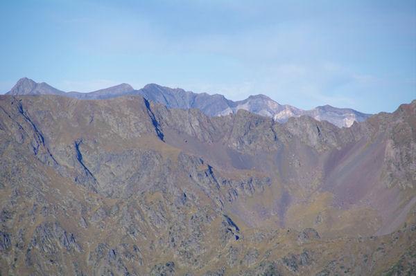 Les sommets du Cirque de Troumouse dont le Pic de la Munia à gauche derrière la crête d_Escalet