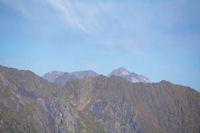 Le Pic de Neouvielle, Le Pic des Trois Conseillers et le Turon de Neouvielle derriere la crete de Lassas