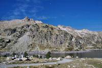 Le Pic de Neouvielle devant le Lac d'Aubert