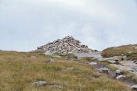 Cairn imposant au Col de Madamete