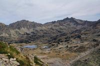 Les Lacs de Madamete, derriere, la Crete de Pegue