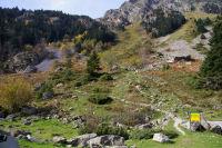 Le depart du chemin vers le barrage et le lac de Migouelou