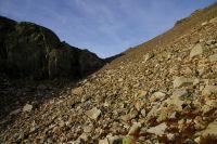 Le long pierrier avant d&#39arriver au lac de Migouelou