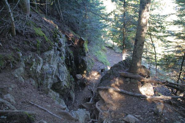 Un petit passage escarpé en montant au Lac de Bordères ou de Bareilles