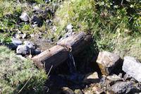 Une petite fontaine en montant au Lac de Borderes ou de Bareilles