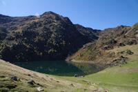 Le Lac de Borderes ou de Bareilles domine par le Sommet du Tech, le Sommet du Jambet et le Montious