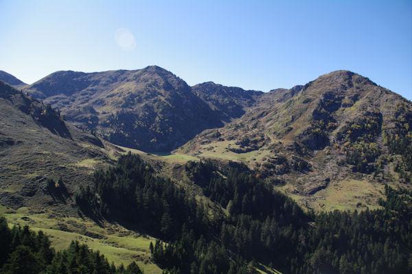 Le Col du Lion, leSommet du Tech, le Sommet du Jambet, le Montious et la Montagne de l_Erm entourant le Lac de Bordères ou de Bareilles
