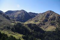 Le Col du Lion, leSommet du Tech, le Sommet du Jambet, le Montious et la Montagne de l'Erm entourant le Lac de Borderes ou de Bareilles