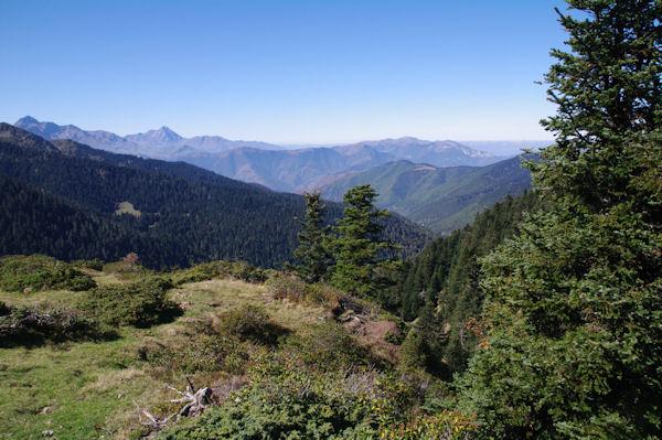 La Vallée de Bareilles, a gauche, L_Arbizon puis le Pic du Midi de Bigorre, à droite, la Signal de Bassia