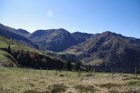 Le Pic et le Col du Lion, Sommet du Tech, le Sommet du Jambet et la Montagne de l'Erm dominant le Lac de Borderes ou de Bareilles