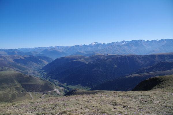 La Vallée de Bourg d_Oueil, au fond, l_Aneto