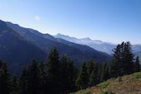 Au dessus de la Foret de Berne, au fond, l'Arbizon et le Pic du Midi de Bigorre