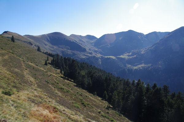 Le Pic et le Col du Lion, Sommet du Tech, le Sommet du Jambet et la Montagne de l_Erm entourant le Lac de Bordères ou de Bareilles