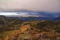 Soleil rasant sur les cretes pyreneennes au Sud Ouest du Pic de Montaigu