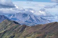 La crête entre le Soum de Maucasau et le Pic de Nerbiou, derrière, les Gabizos