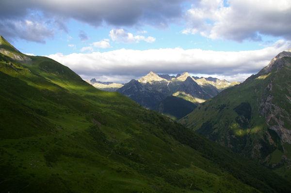 Le vallon d_Ourey, au fond, les pics du secteur du lac de Migouelou