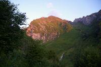 L'Anquie et le vallon du Labardaus eclaires par les premiers rayons du soleil