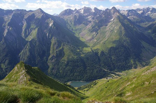Le Lac d_Estaing et la large vallée du ruisseau de Garren Blanc