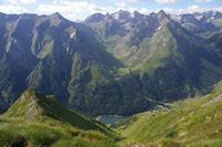 Le Lac d'Estaing et la large vallee du ruisseau de Garren Blanc