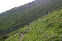 Le chemin transversal passant le vallon du ruisseau d'Ourey