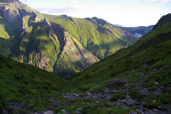 Le vallon du ruisseau d_Ourey, au fond, la Pointe de Surgate sur la crête menant au Petit Gabizos