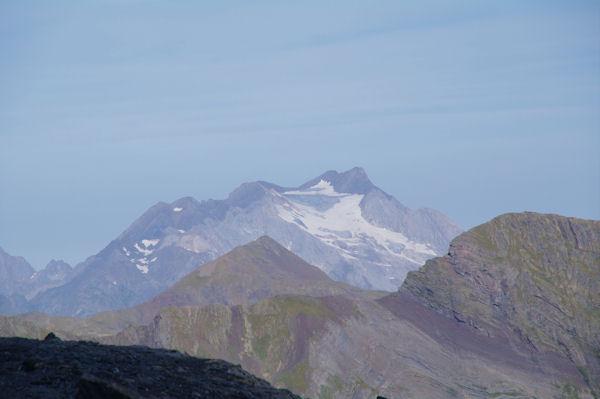 Au premier plan, le Mounherran, au second plan, le Piméné et derrière, le Vignemale
