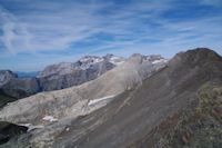 Le Mont Arrouy et la Pene Blanque, au fond, le Mont Perdu