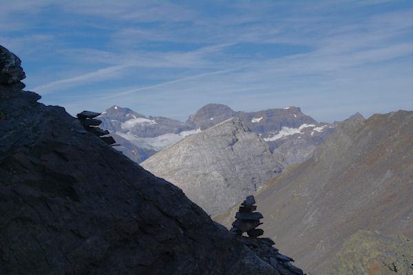 Au centre, la Pene Blanque, au fond, le Mont perdu, le Cylindre du Marboré, le Pic du Marboré et le Grand Astazou