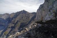 Petite vire, au fond, le Pic de Troumouse